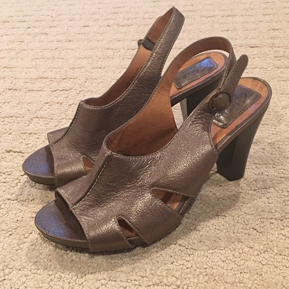 2fbfa67715e10e Clarks Shoes - Clarks Artisan leather heeled sandals bronze 6.5